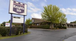Go on a comfortable drive in your new car around the US and stay at Knights Inn.